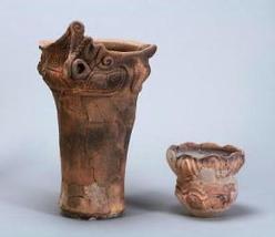 地元の深い鍋と、西日本から来た浅い鍋 剣ノ宮遺跡 第27号住居跡出土土器(塩尻市平出博物館蔵)