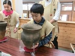 「お出かけ歴史館」の様子(王滝小学校)