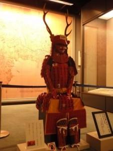 イメージ制作された真田信繁(幸村)公 所用 鹿角脇立兜・赤備鎧の写真