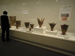 企画展「掘ってわかった信州の歴史」の展示の様子
