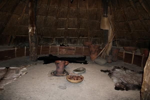 竪穴住居内のようすの写真